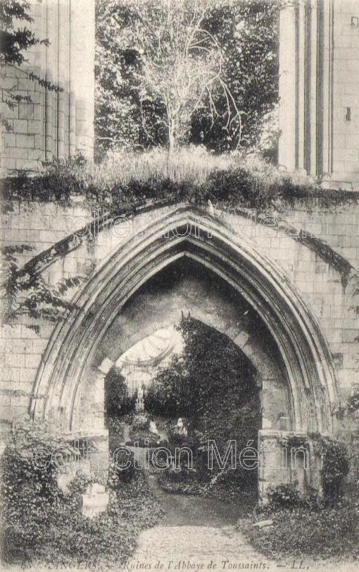 ruines de labbaye Toussaint, au début du 20e siècle