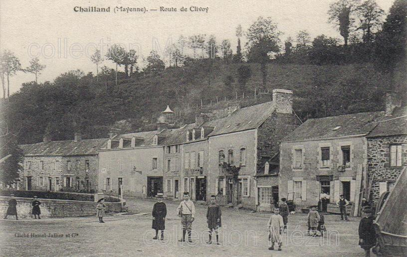 Chailland, Mayenne, enfants jouant sur la rue