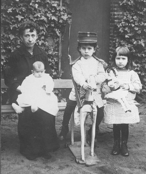Nantes, 1914, Aimée Audineau et ses 3 enfants